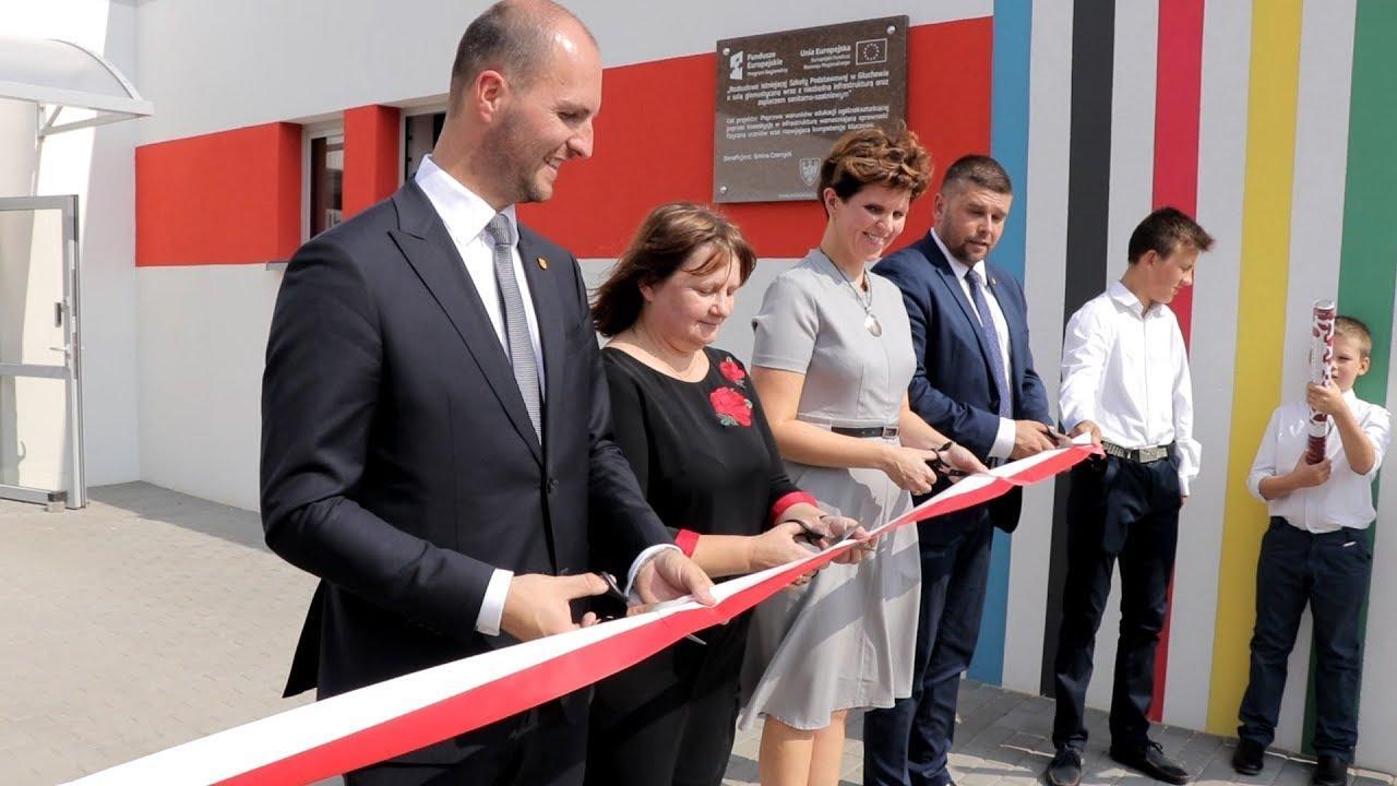 Uroczystość otwarcia hali sportowej w Głuchowie