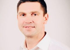 Minimalnie Jacek Nowak