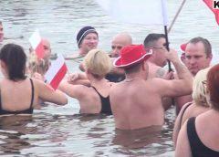 """""""Jeszcze Polska nie zginęła kiedy my żyjemy…"""" Hymn w wykonaniu Mrozoodpornych"""