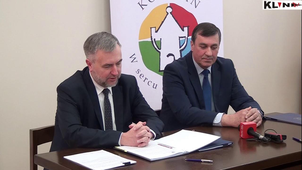 """Podpisanie umowy –  """"Rewitalizacja Rynku, ulicy Wrocławskiej oraz Ratusza w Kościanie"""" – konferencja prasowa"""